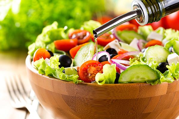 Weine zu sommerlichen Salaten Empfehlung